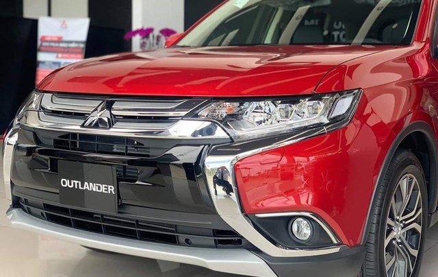 Bán xe Mitsubishi Outlander đời 2019, màu đỏ0
