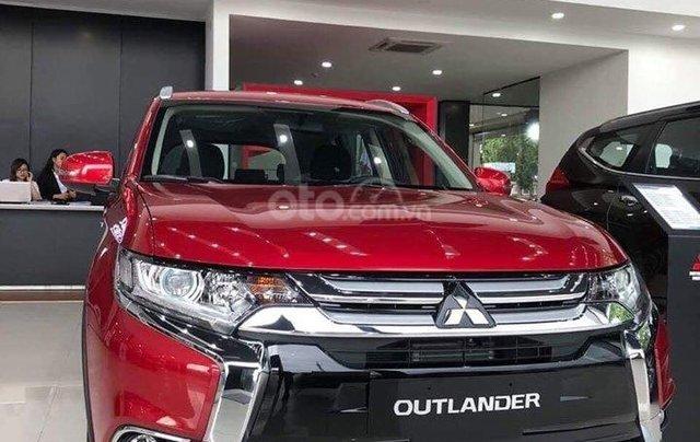 Bán xe Mitsubishi Outlander đời 2019, màu đỏ3