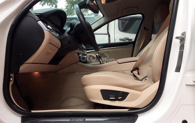 Thanh lý gấp xe BMW 5 Series sản xuất 2012, màu trắng, số tự động2