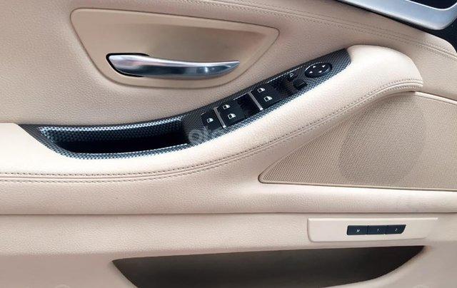 Thanh lý gấp xe BMW 5 Series sản xuất 2012, màu trắng, số tự động4