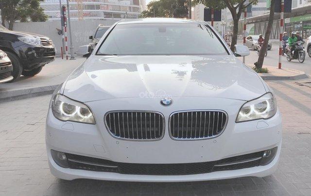 Thanh lý gấp xe BMW 5 Series sản xuất 2012, màu trắng, số tự động1