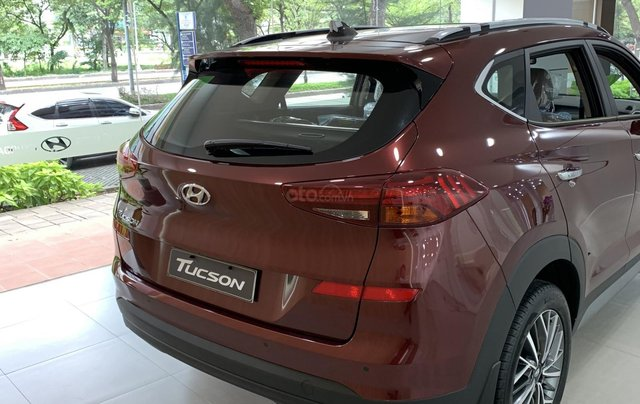 Hyundai Tucson giá bán cạnh tranh, quà tặng khuyến mãi phụ kiện giá trị thật4