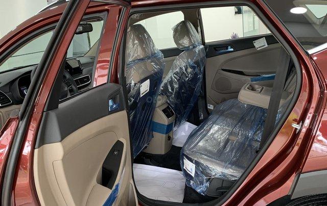 Hyundai Tucson giá bán cạnh tranh, quà tặng khuyến mãi phụ kiện giá trị thật8