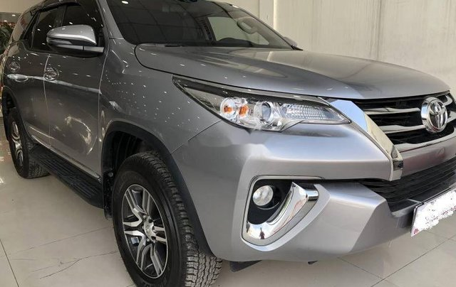 Bán xe Toyota Fortuner đời 2019, màu bạc0
