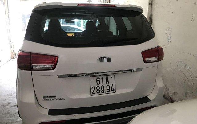Bán Kia Sedona sản xuất năm 2016, màu trắng, nhập khẩu còn mới, giá 815tr11
