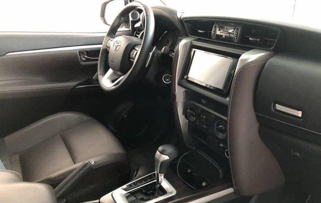 Bán xe Toyota Fortuner đời 2019, màu bạc2