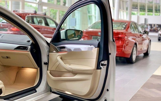 Bán xe BMW 520i sản xuất 2019, màu trắng, nhập khẩu nguyên chiếc7