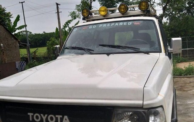 Cần bán xe Toyota Land Cruiser năm 1985, màu trắng3