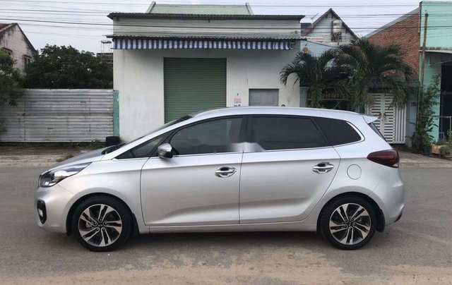 Bán Kia Rondo năm sản xuất 2017, màu bạc còn mới, giá chỉ 579 triệu1