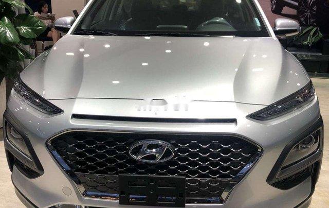 Cần bán xe Hyundai Kona sản xuất năm 2019, màu bạc, 606tr1