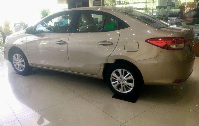 Cần bán Toyota Vios sản xuất năm 2019, màu vàng cát0