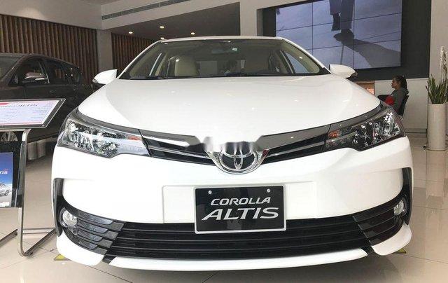 Bán Toyota Corolla Altis năm 2019, màu trắng0