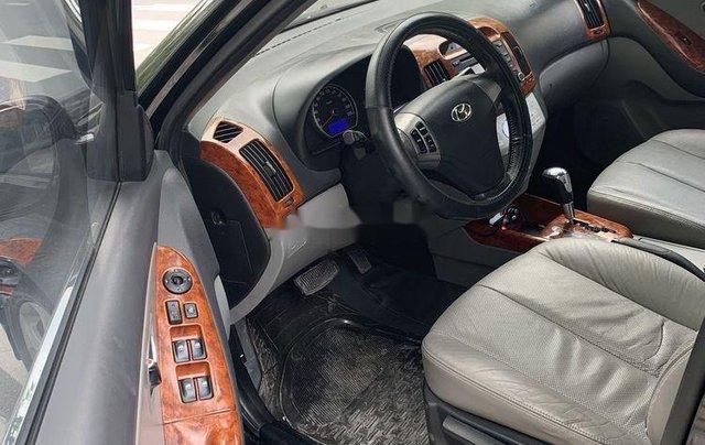 Cần bán gấp Hyundai Avante năm sản xuất 2012, màu đen còn mới4