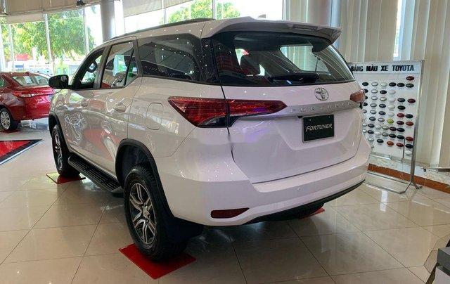 Bán Toyota Fortuner đời 2019, màu trắng, mới 100%, giao ngay2