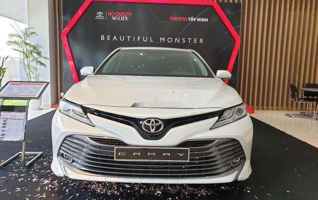 Bán xe Toyota Camry 2019, màu trắng, nhập khẩu nguyên chiếc0