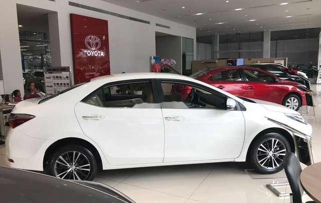 Bán Toyota Corolla Altis năm 2019, màu trắng1