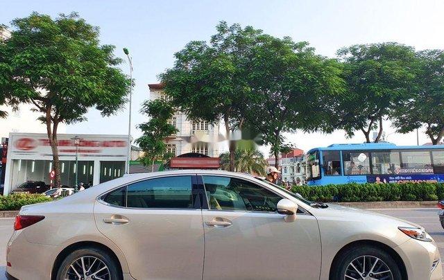 Cần bán xe Lexus ES sản xuất năm 2016, màu vàng, nhập khẩu còn mới2