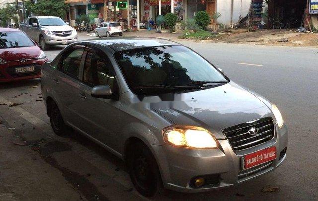 Cần bán lại xe Daewoo Gentra đời 2011, màu bạc còn mới0