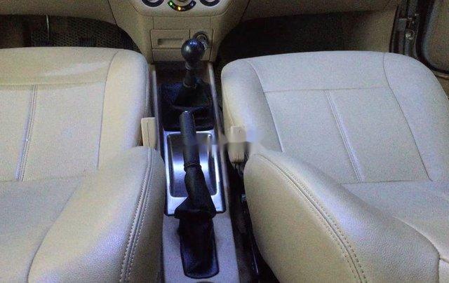 Cần bán lại xe Daewoo Gentra đời 2011, màu bạc còn mới8