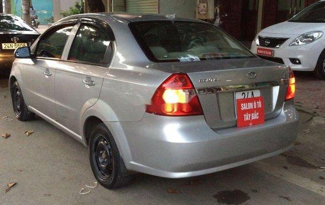 Cần bán lại xe Daewoo Gentra đời 2011, màu bạc còn mới2