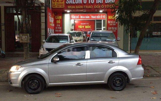 Cần bán lại xe Daewoo Gentra đời 2011, màu bạc còn mới5