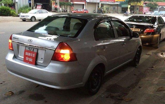Cần bán lại xe Daewoo Gentra đời 2011, màu bạc còn mới4