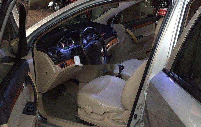 Cần bán lại xe Daewoo Gentra đời 2011, màu bạc còn mới9