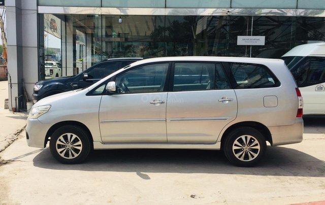 Bán xe Toyota Innova 2.0E 2016, màu bạc, xe bán tại hãng có bảo hành6
