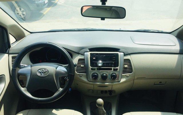Bán xe Toyota Innova 2.0E 2016, màu bạc, xe bán tại hãng có bảo hành8