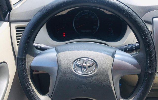 Bán xe Toyota Innova 2.0E 2016, màu bạc, xe bán tại hãng có bảo hành9