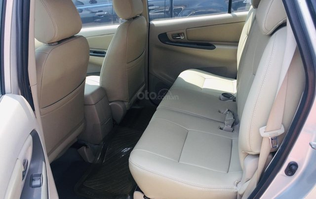 Bán xe Toyota Innova 2.0E 2016, màu bạc, xe bán tại hãng có bảo hành11