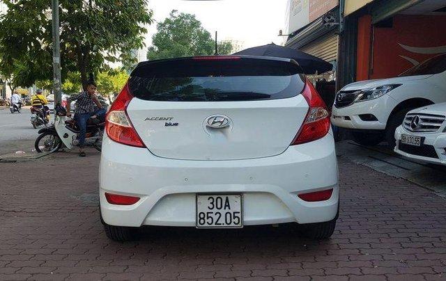 Bán Hyundai Accent năm sản xuất 2015, màu trắng, xe nhập còn mới6