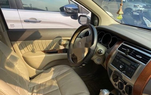 Bán Nissan Livina 2011, màu vàng, xe nhập số tự động, 325tr5