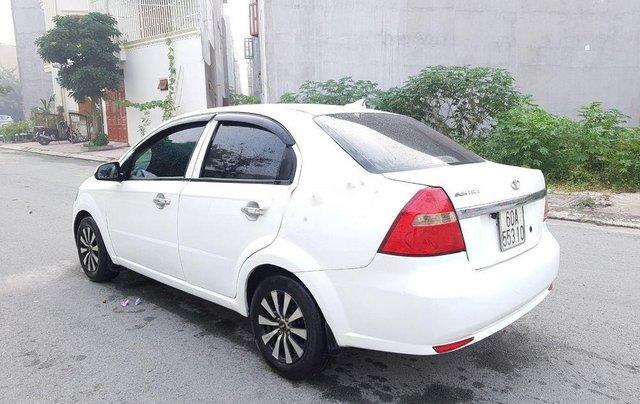 Cần bán gấp Daewoo Gentra đời 2007, màu trắng còn mới, giá tốt2