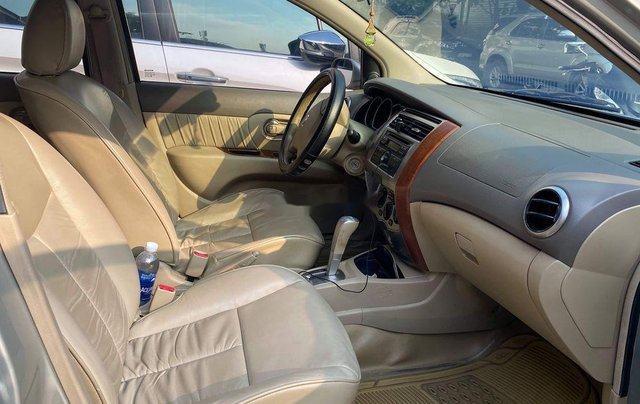 Bán Nissan Livina 2011, màu vàng, xe nhập số tự động, 325tr6
