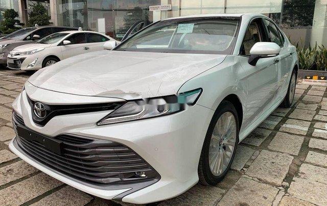 Bán ô tô Toyota Camry 2.5Q năm sản xuất 2019, màu bạc, xe nhập0