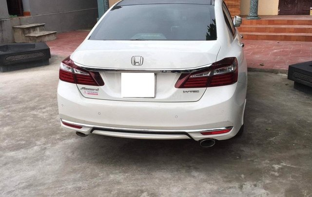 Honda Accord 2.4AT màu trắng sản xuất 2017 tên tư nhân - Liên hệ 09768889782
