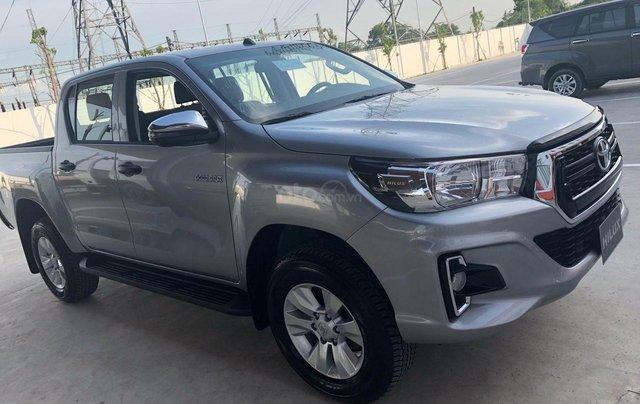Bán Toyota Hilux 2.4MT, 2.4AT, 2.8AT khuyến mãi tiền mặt, tặng phụ kiện- xe giao ngay toàn quốc1