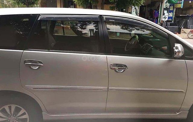 Cần bán lại xe cũ Toyota Innova 2.0 MT 2015, màu bạc1