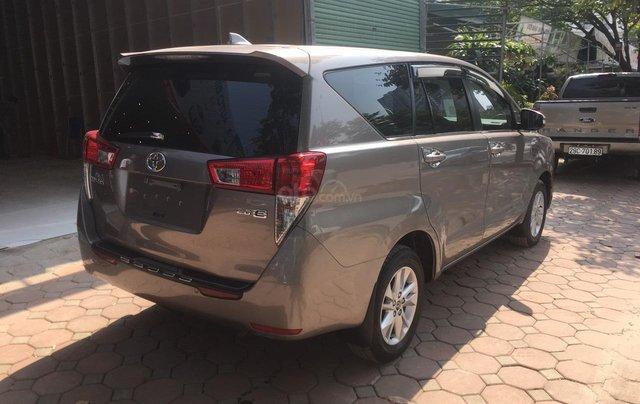 Bán xe Toyota Innova 2.0E màu đồng, sản xuất 20173