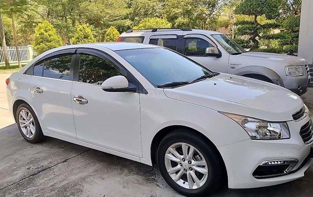 Cần bán gấp Chevrolet Cruze LT 1.6L năm 2017, màu trắng, số sàn0