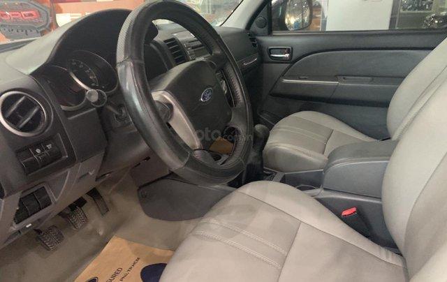 Cần bán gấp Ford Everest 2.4L MT đời 2014, màu đen mới 95% giá cả thương lượng Hotline 09012678553