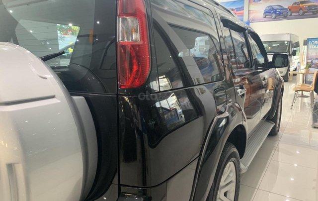 Cần bán gấp Ford Everest 2.4L MT đời 2014, màu đen mới 95% giá cả thương lượng Hotline 09012678557