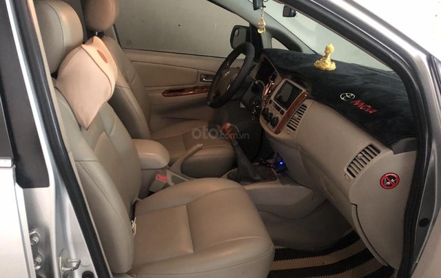 Bán xe Toyota Innova E gia đình trùm mền2