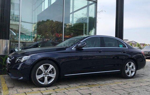 [Big Sale] đại lý thanh lý Mercedes E250 thanh toán 700tr tặng bảo hiểm 1 năm, LH 090829982912