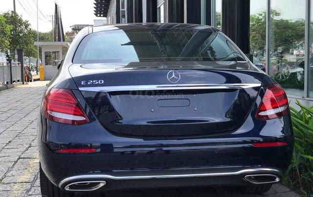 [Big Sale] đại lý thanh lý Mercedes E250 thanh toán 700tr tặng bảo hiểm 1 năm, LH 090829982913