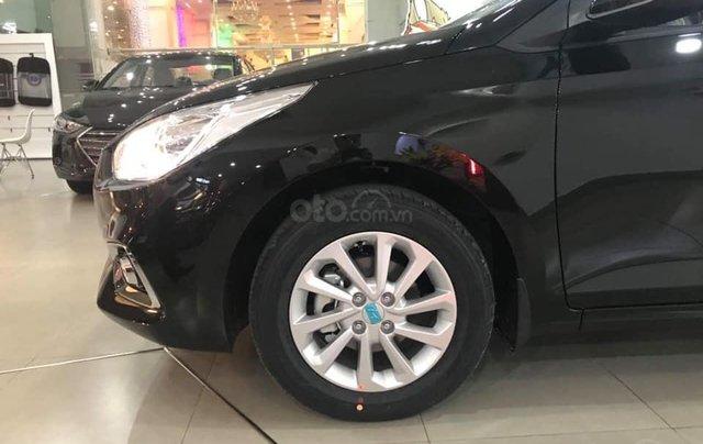Cần bán Hyundai Accent số sàn full đời 2019, màu đen2
