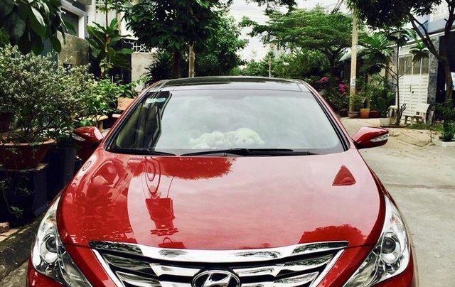 Cần bán gấp trước tết xe Sonata đời 2012, màu đỏ, nhập khẩu0