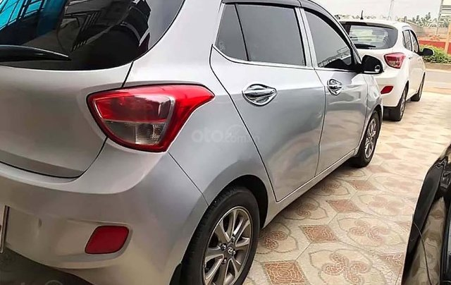 Cần bán gấp Hyundai Grand i10 1.0 MT năm 2015, màu bạc, nhập khẩu nguyên chiếc 1