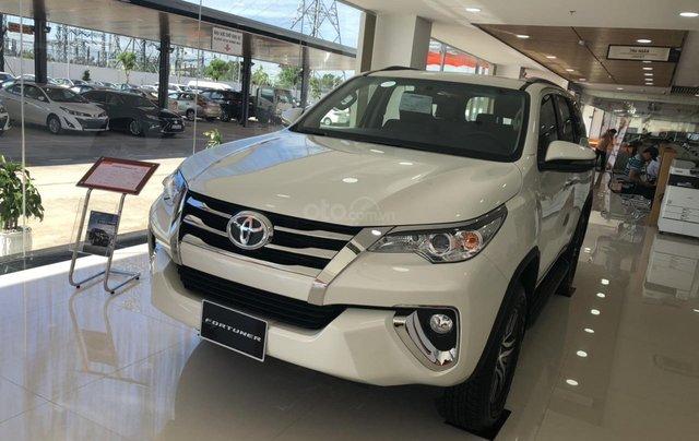 Cho đi nhanh chiếc Toyota Fortuner 2020, màu trắng, nhập khẩu nguyên chiếc 0